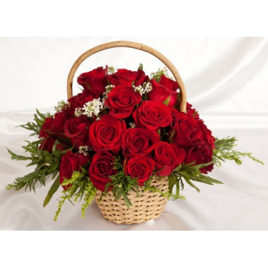 K26 BASKET OF SCARLET ROSES