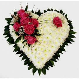 S12 FLOWER ARRANGEMENT HEART WITH CHRYSANTEMUM AND ROSES