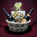 P12 BASKET WITH CANDY AND 2 BOTTLE OF PROSECCO