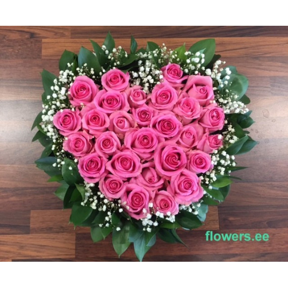FLOWER ARRANGEMENT HEART WITH PINK ROSES