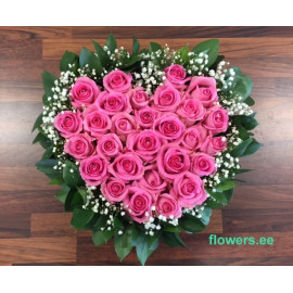S24 FLOWER ARRANGEMENT HEART WITH PINK ROSES