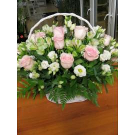 K38 FLOWER ARRANGEMENT WITH ROSES