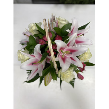 K13 FLOWER ARRANGEMENT WITH LILIES, ALSTROMERIA AND ROSES